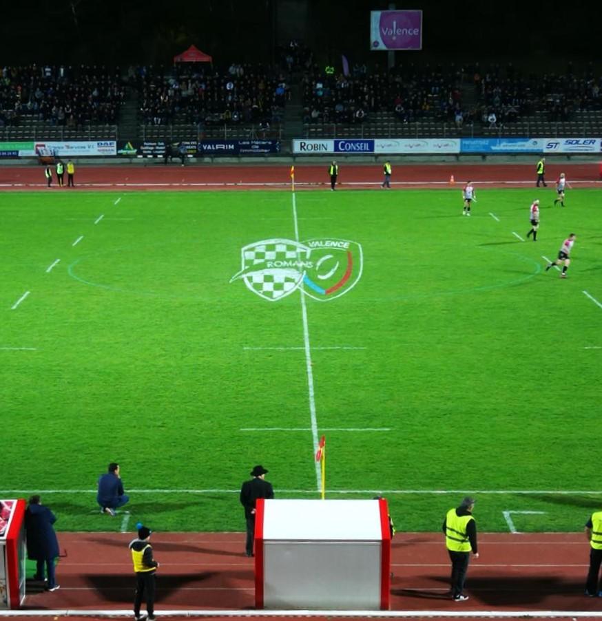 pub terrain partenaire stade peinture vrdr logo rugby camera